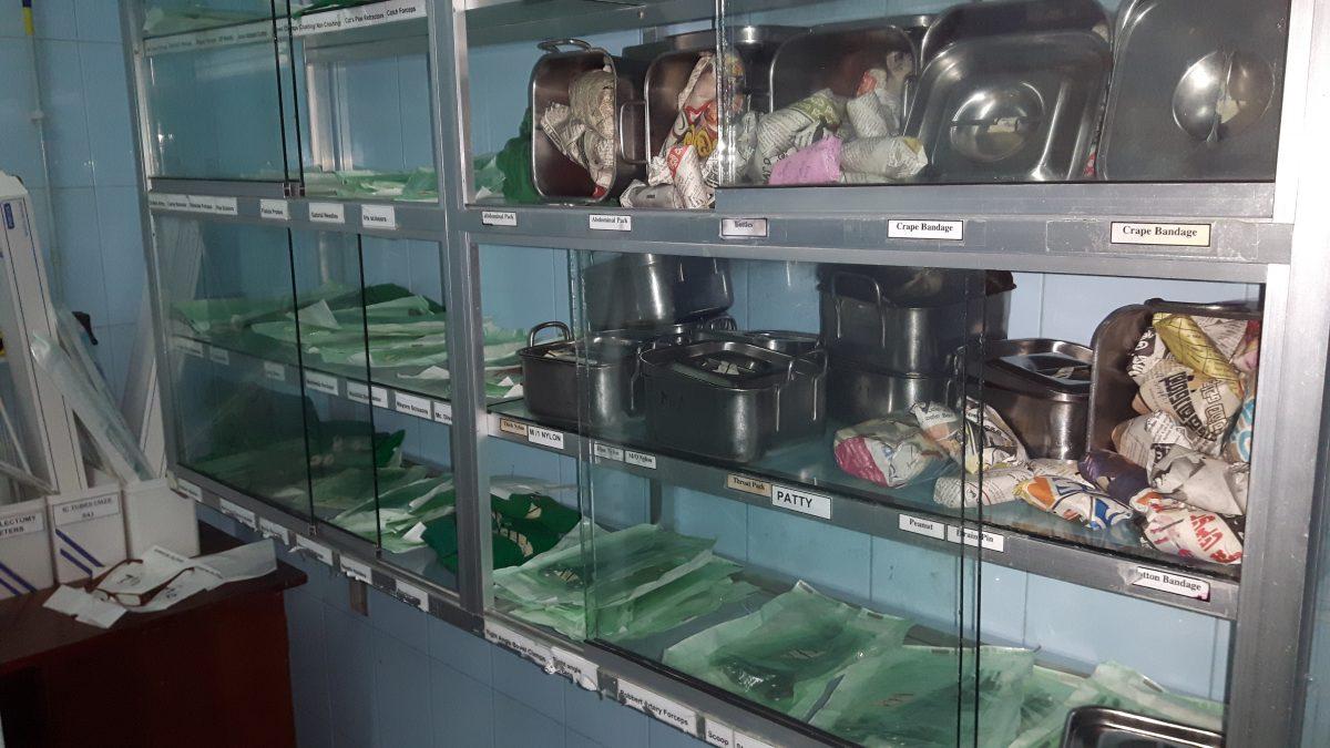 PJ in Sri Lanka (Galle) - Ablauf in der Chirurgie - sterile Instrumente im Karapitya Hospital