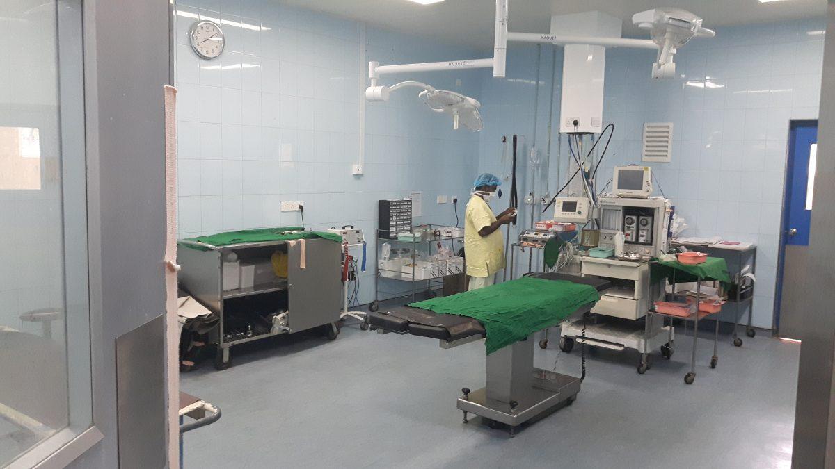 PJ in Sri Lanka (Galle) - Ablauf in der Chirurgie - OP-Saal im Karapitya Hospital
