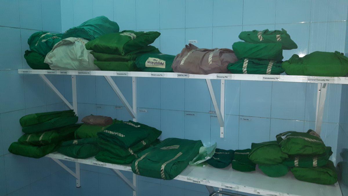 PJ in Sri Lanka (Galle) - Ablauf in der Chirurgie - sterile OP-Sets im Karapitya Hospital