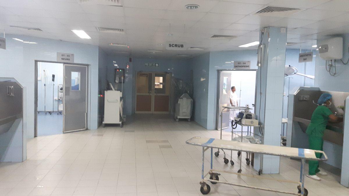 PJ in Sri Lanka (Galle) - Ablauf in der Chirurgie - OP-Vorbereitungsraum im Karapitya Hospital