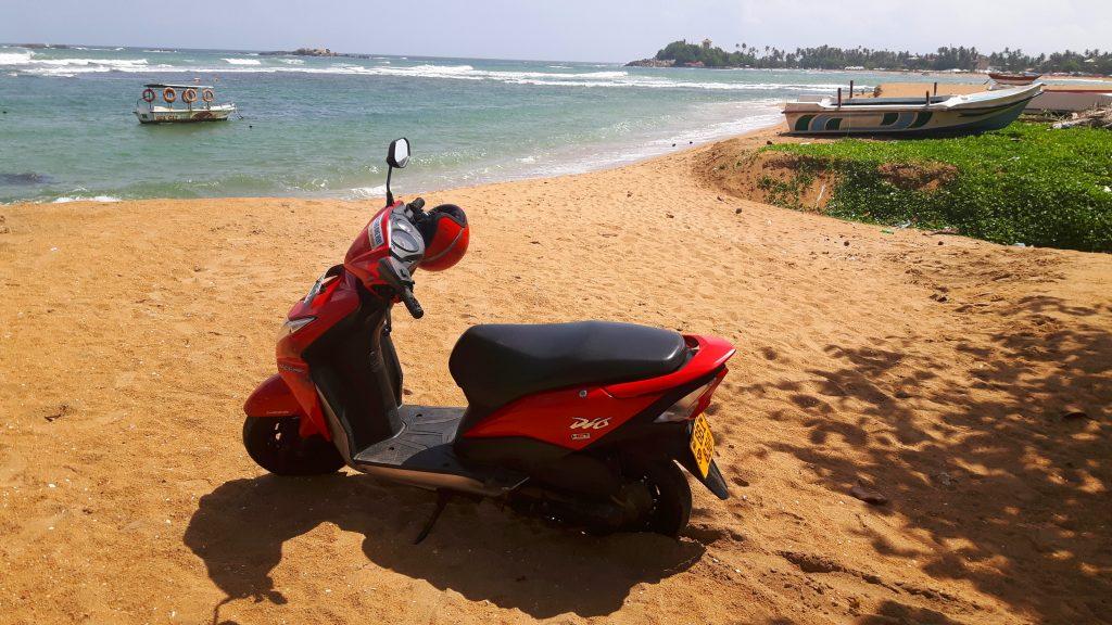 PJ in Sri Lanka (Galle) - Freizeitaktivitäten - Scooter