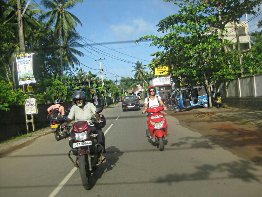 PJ in Sri Lanka (Galle) - Freizeitaktivitäten - Scooter in der Stadt